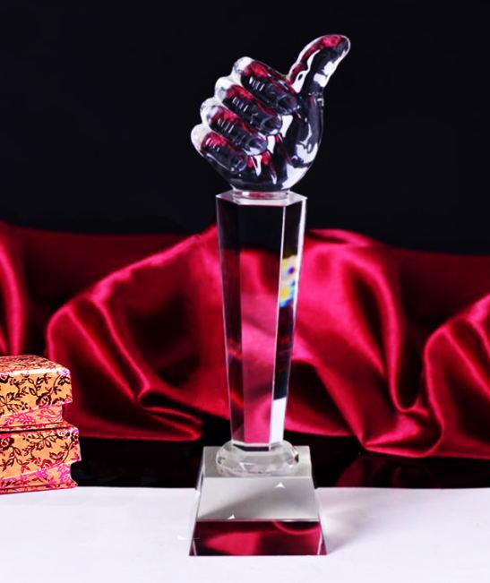 大拇指水晶奖杯
