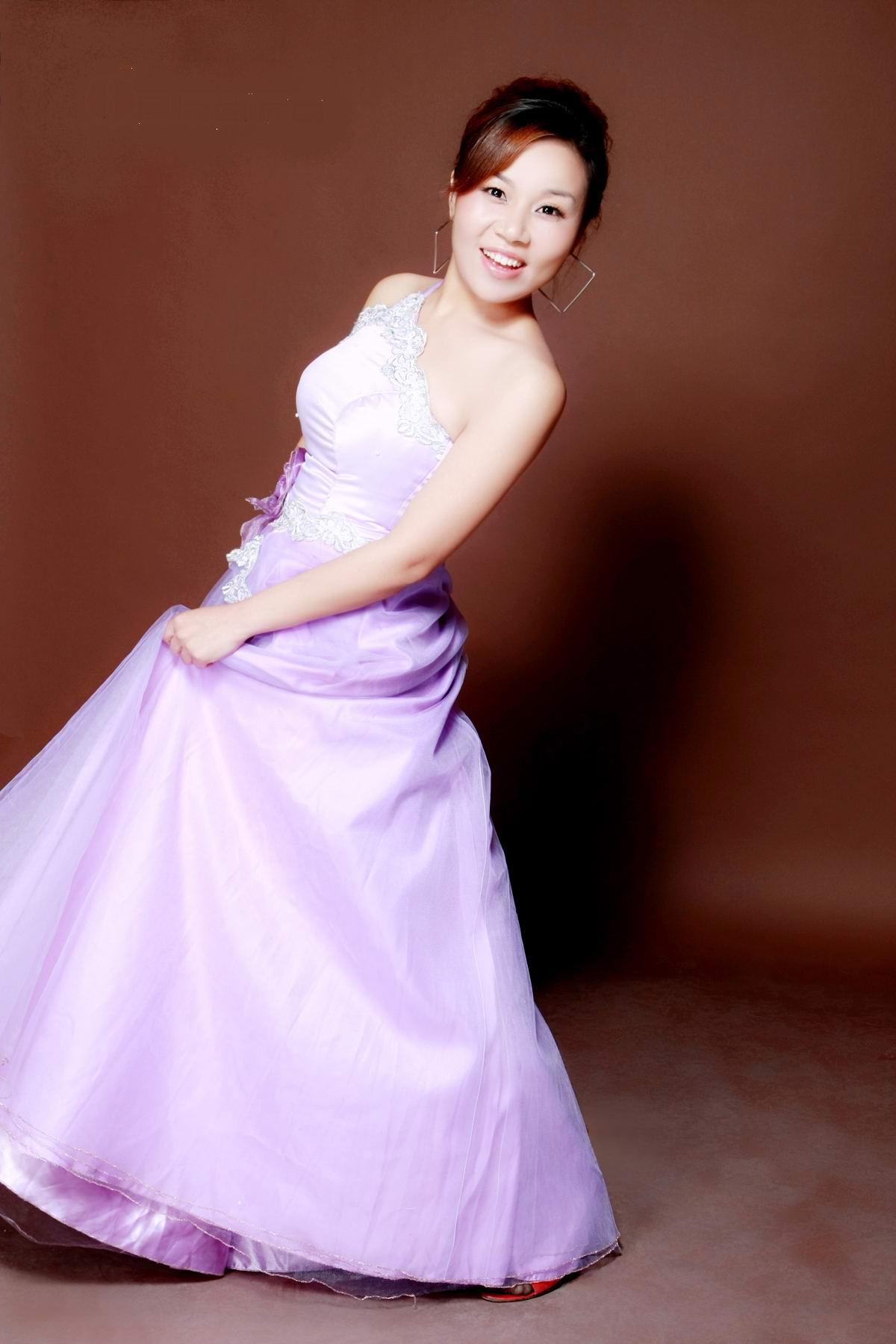 歌手 吕亚萍
