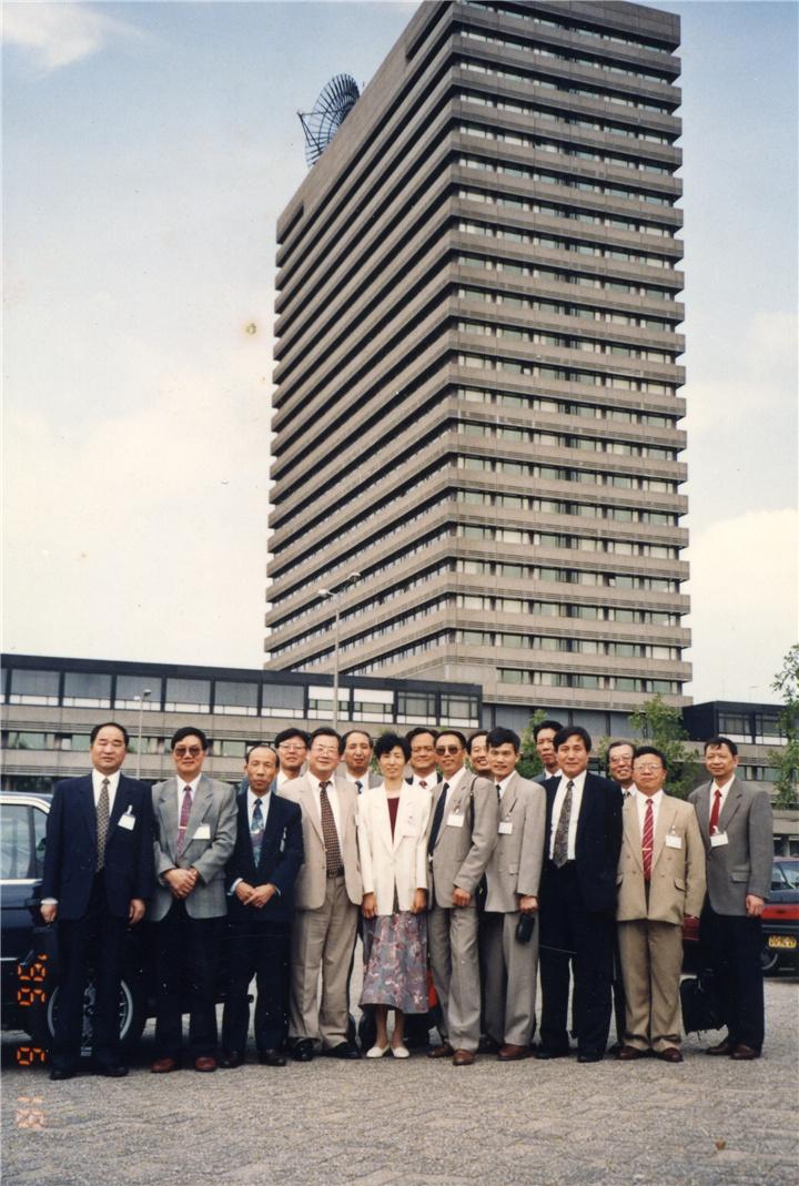 一九九六年随团走访欧洲专利局