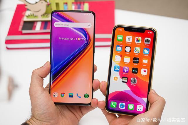 OnePlus 7 Pro以年度最高端的智能手机之一的形象推出。以大幅低于竞争对手的四千多的价格引起不少用户的关注。因为这种定价,大多数消费者很有可能将它与苹果iPhone XR进行比较。