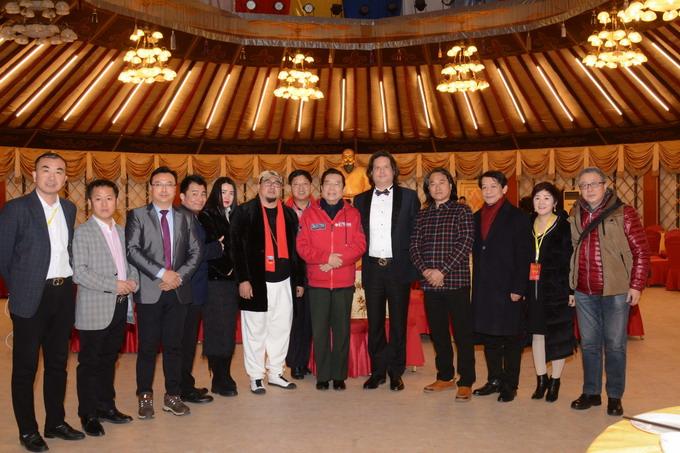 副会长吴熙明和李双江老师一起参加文化活动
