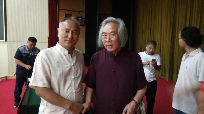 副会长闫学强和天津美术学院美术馆馆长霍春阳