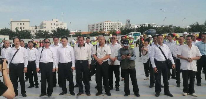 潮汕分院院长陈礼川带领四十位书画家,参加在潮汕投资的国际大酒店开工典礼,随后进行笔会活动